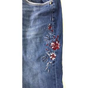 White House Black Market Jeans - WHBM embroidered jeans 8